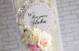 W rocznicę ślubu w beżach i różu