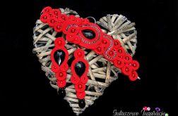 Czerwona biżuteria do pracy sutasz