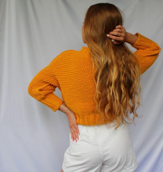 sweterek z warkoczem - kolory - tył swetra