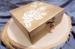 Skromna szkatułka z różą