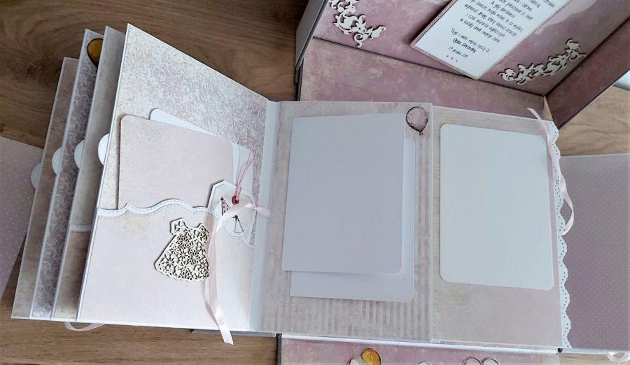 Album pudełkowy - Dziewczynka w pudrowym różu -