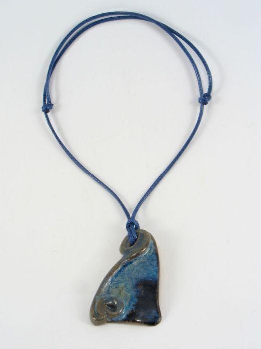 Niebieski wisior ceramiczny