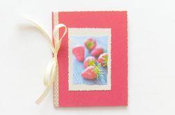 Hand made czerwona kartka truskawki nr 3