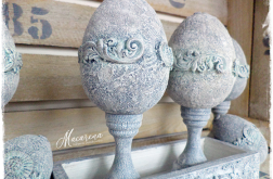 Kamienne jajo na nóżce