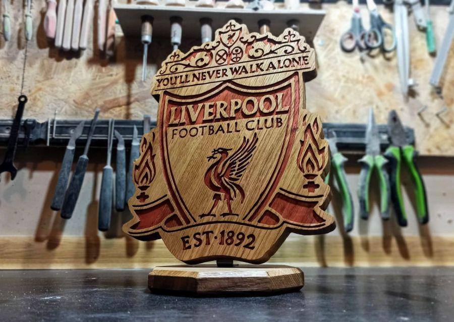 Statuetka inspirowana logo klubu piłkarskiego Liverpool  -