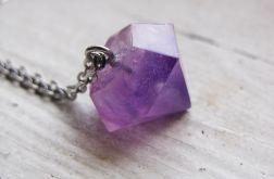 Naszyjnik z fioletowo-różowym diamentem