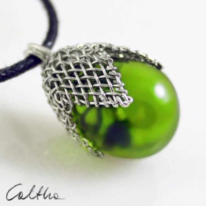 Zielony w siateczce - wisior - Zielony wisior