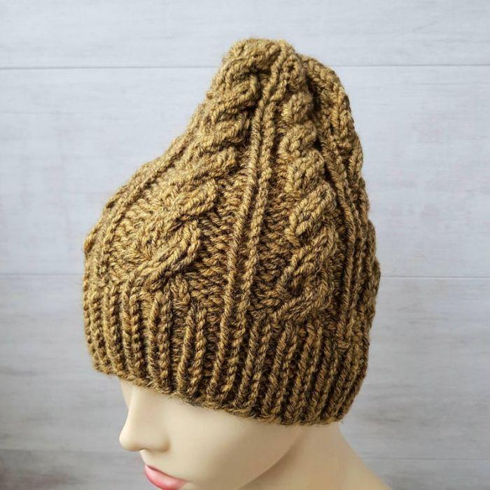 Zimowa czapka w warkocze w kolorze musztardy - null