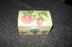 Kuferrowy decoupage,