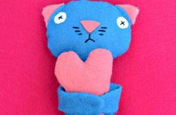 Kotek z sercem - maskotka z filcu