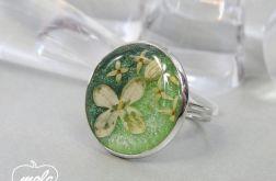0462/~mela~ pierścionek - kwiaty w żywicy