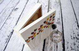 białe pudełko na klucze tulipany