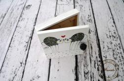 białe pudełko na klucze zakochane koty