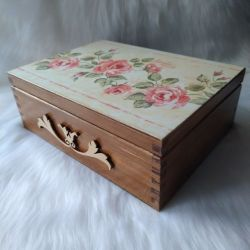 duża szkatułka z angielskimi różami