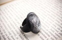 Duży pierścionek z malowanym szkłem - czarny