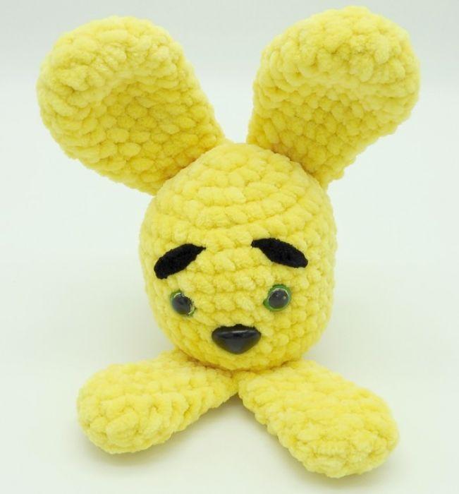 Mały zajączek żółty