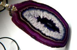 Duży fioletowy agat z kryształem, wisior
