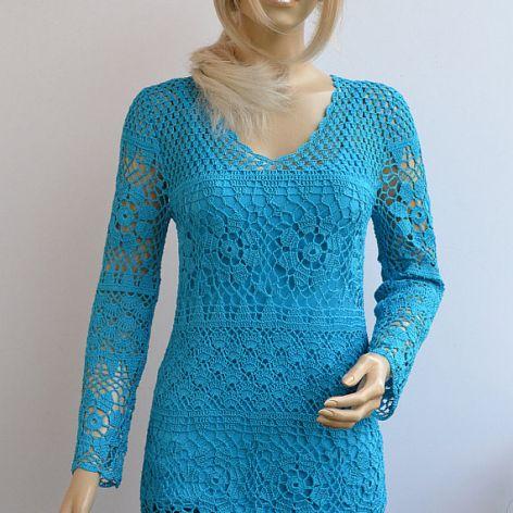 Szydełkowy ażurowy sweterek