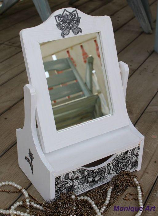 Toaletka z lusterkiem, wzór koronki