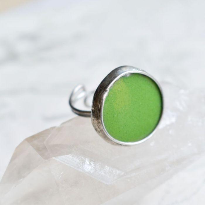 Zielone kółko - pierścionek ze szkłem