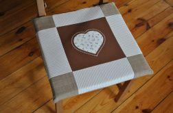 Komplet 4 poduszek na krzesła - serca w beżach