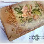 Walizka w stylu retro - magnolie i ornamenty - Decoupage.