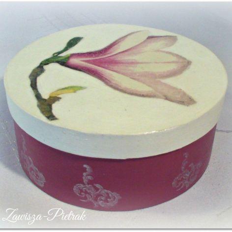 Pudełko okrągłe z magnolią