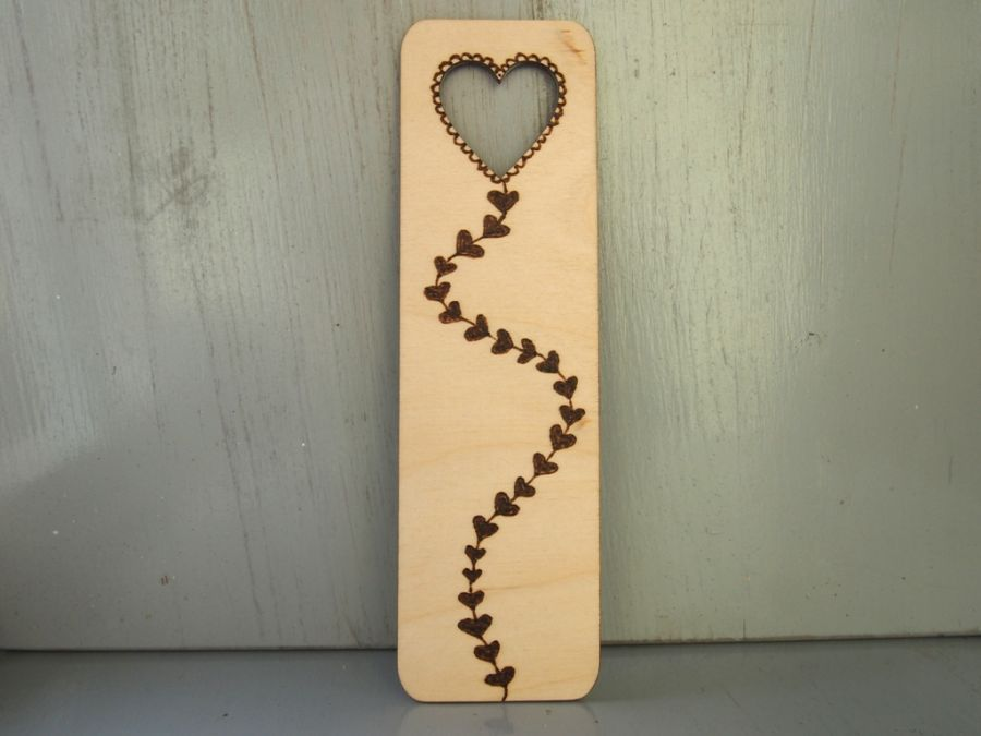 drewniana zakładka z latawcem sercem - zakładka do książki