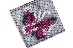 4652 broszka haft krzyżykowy rękodzieło