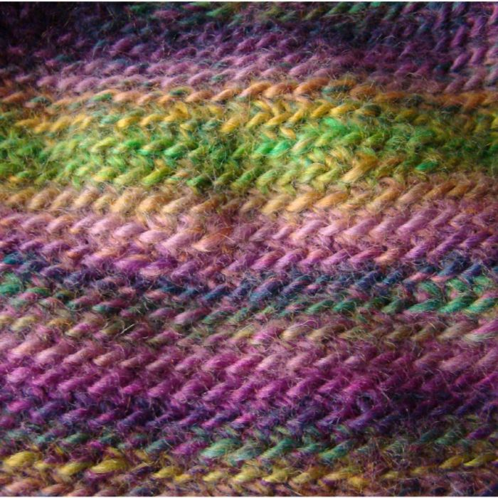 indiańska:) czapka z warkoczami fioletowo-zielona