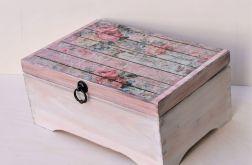 Kufer retro - stare deski i róże
