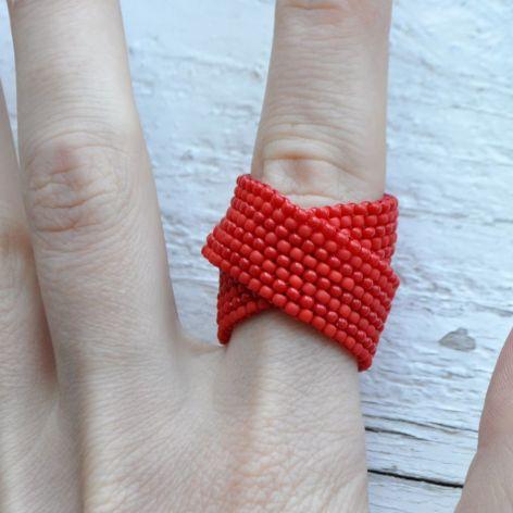 Pierścionek koralikowy czerwony 2