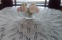 Duży obrus na drutach 150 cm biały