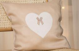 Poszewka na poduszkę z ozdobnym sercem