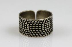 Metalowy pierścionek - kratka