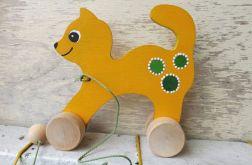 Drewniany kotek do ciągania, żółty