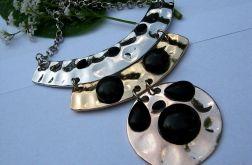 Metaloplastyka, wisior z czarnymi agatami