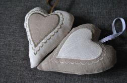 Beżowe lanine romantyczne serduszko z aplikacją