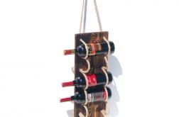Półka stojak na wino z drewna salon
