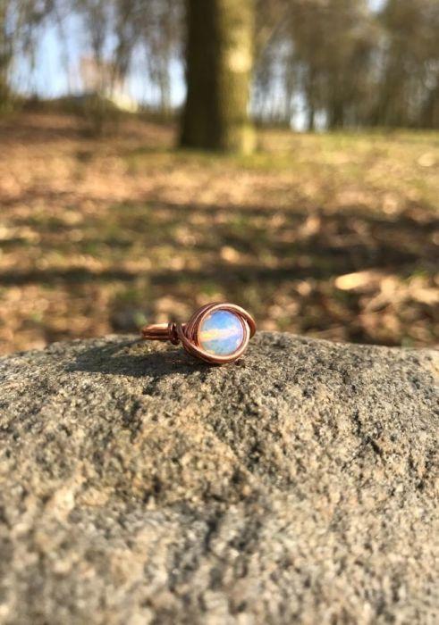 Pierścionek z naturalnym kamieniem opal