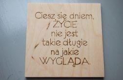 drewniany obrazek z cytatem motywacyjnym