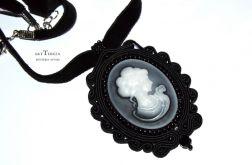 wisior,medalion sutasz czarny kamea