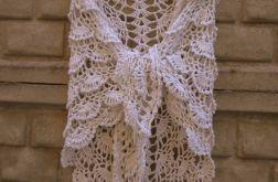 Elegancka biała chusta