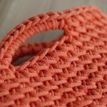 Mała torebka na szydełku ze sznurka pomarańczowa - Rączki