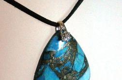 Niebieski turkus z z pirytem, kształt tarczy