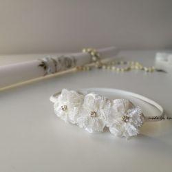 Opaska satynowa ivory 3 kwiaty na chrzest