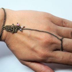Bransoletka na palec hamsa z kamieniami