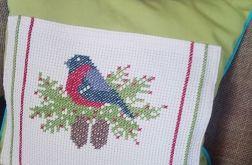 Świąteczna poszewka na poduszkę z wyhaftowanym ptaszkiem