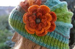 Cieła kolorowa czapka z dużym kwiatem