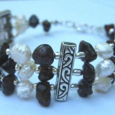 Granaty i perły, piękna bransoletka